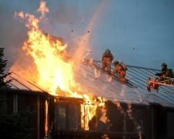 מי אחראי לפצות את נפגעי השריפה על נזק הרכוש?